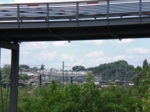 Blick unter dem Schwedter Steg hindurch zur Swinemünder Brücke