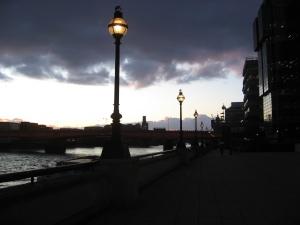 ponton-Londonbridge-Am Abend
