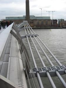 Millenium bridge: Blick zur Tate Modern