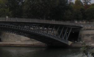Abgang zum Port de Tuileries entlang der Bogenebene