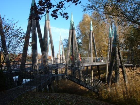 Rhizomantische Brücke auf dem Berliner BUGA-Gelände
