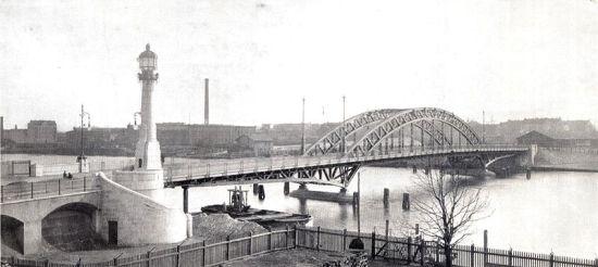Public domain: Alte Treskowbrücke