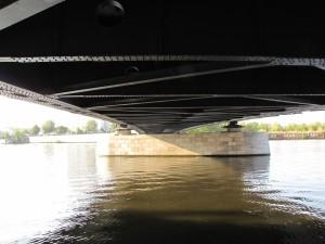 ponton-Untersicht der Treskowbrücke