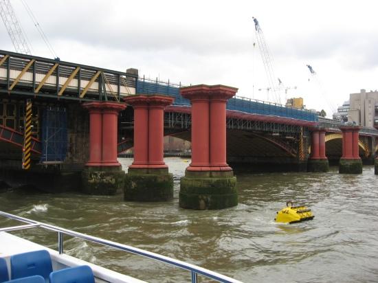 ponton-Blackfriars Railway Bridge- nur die Pfeiler stehen noch