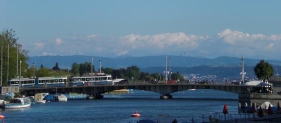 ponton-Stahlbrücke über den Limmat am Zürcher See