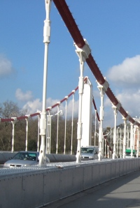 ponton-ChelseaBridgeHängerbefestigungAnHängekabel