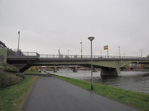 ponton_SachsenhausenerUferFloesserbruecke