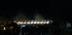 Feuerwerk auf der Fahrbahnebene