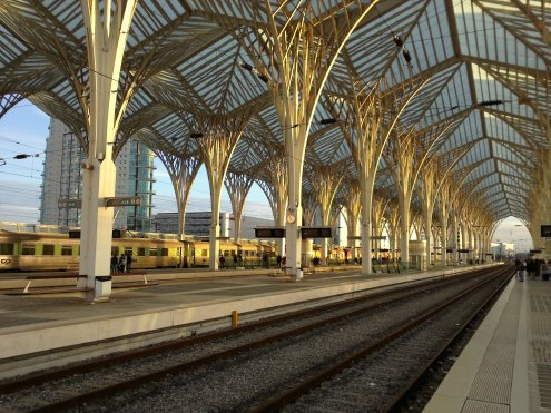 Der Bahnhof Oriente von Calatrava steht teilweise auf einer Betonbrücke von Calatrava.