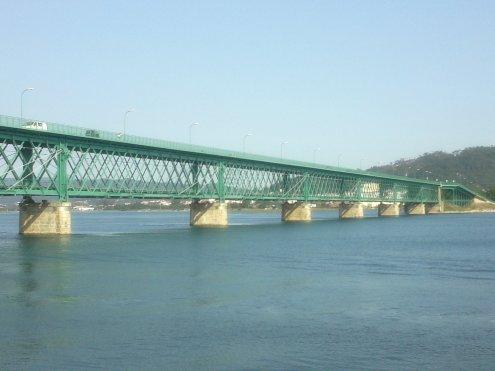 Ponte Eiffel über den Rio Lima